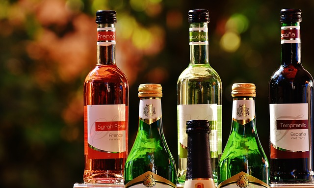 různé lahve vína