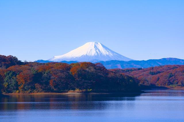 zasněžená sopka v Japonsku