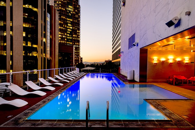 luxusní bazén v Los Angeles