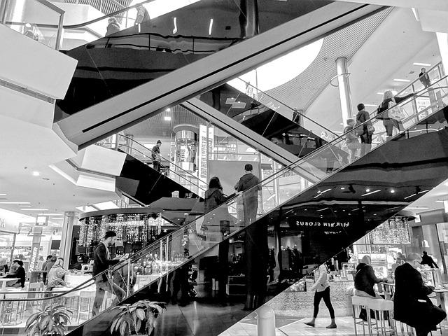 eskalátory v nákupním centru