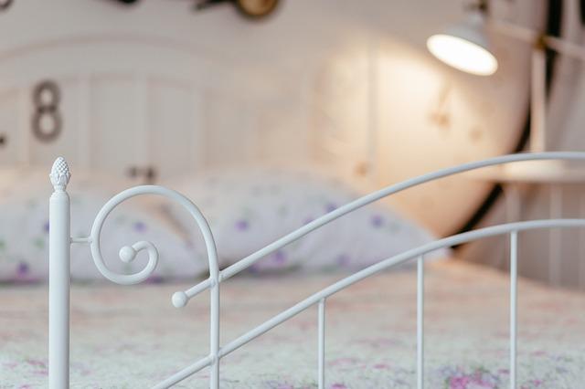 kvalitní kovová postel