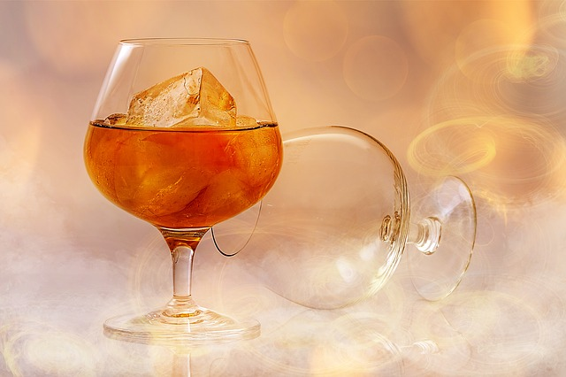 brandy ve skleničce