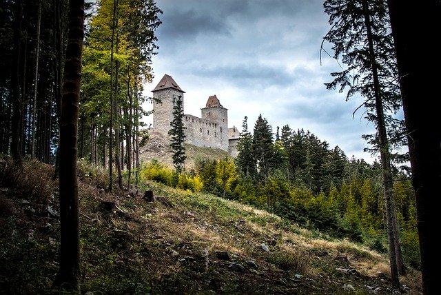 hrad nad lesem