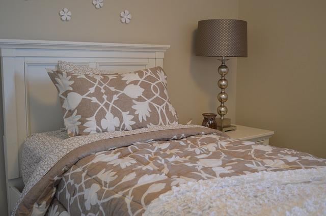 lampička u postele