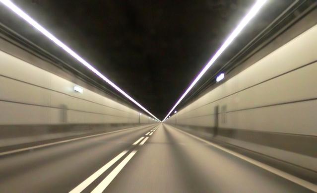 jízda stěhovacího vozu v tunelu.jpg