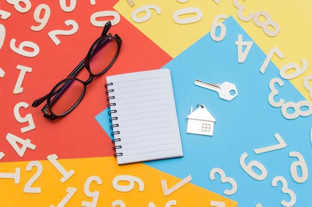 brýle, blok, klíče od domova