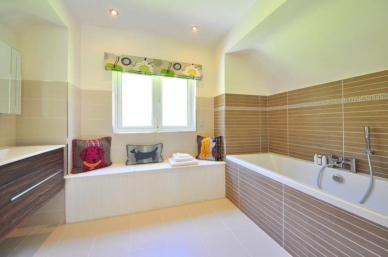 Koupelna s dlouhou vanou
