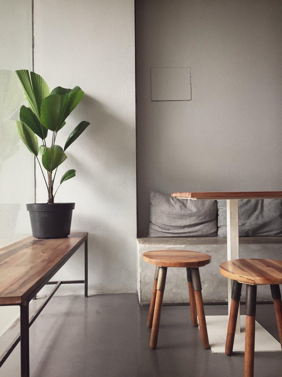 minimalistický nábytek